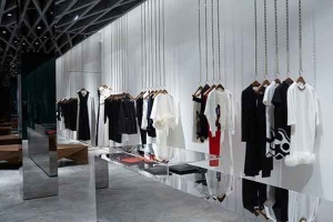 VB's flagship store.. I want the chains....